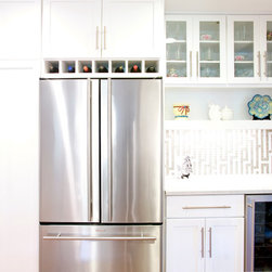 Hollywood Glam Kitchen - Craftwood - Craftwood wood | 1-pc Shaker door | Bright White finish