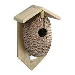 Esschert Design - Nest Pocket Birdhouse, Sea Grass - Give your avian friends a treat with this nesting pocket birdhouse, made from wire and covered with durable natural materials. This pinewood feeder will fit right in to the foliage, adding to the beauty of your yard while serving an important purpose.
