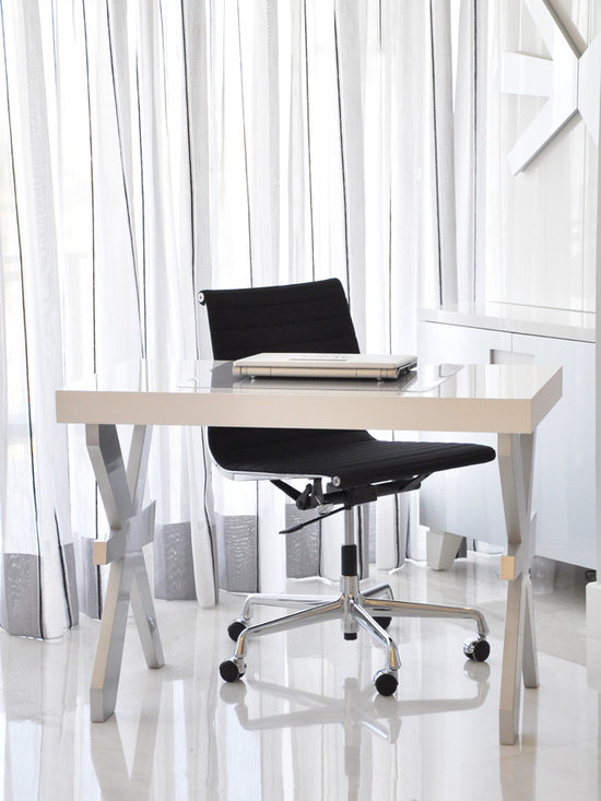 Modern desk - Modern Desk with polyurethane finish available on choice of color and finish! Chair not include!