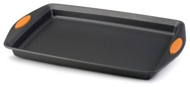 Measuring a generous 17L x 11W inches, the Rachael Ray 54071 Yum-O Bakeware modern-bakeware