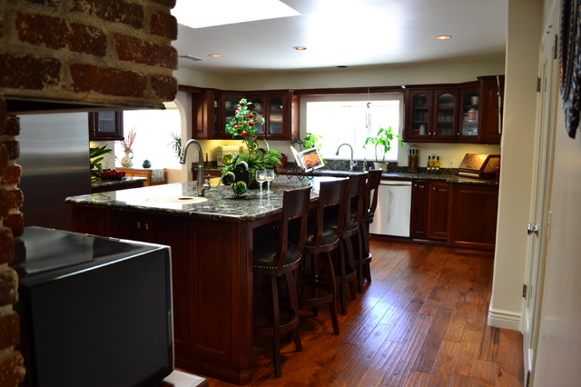 Staging traditional-kitchen