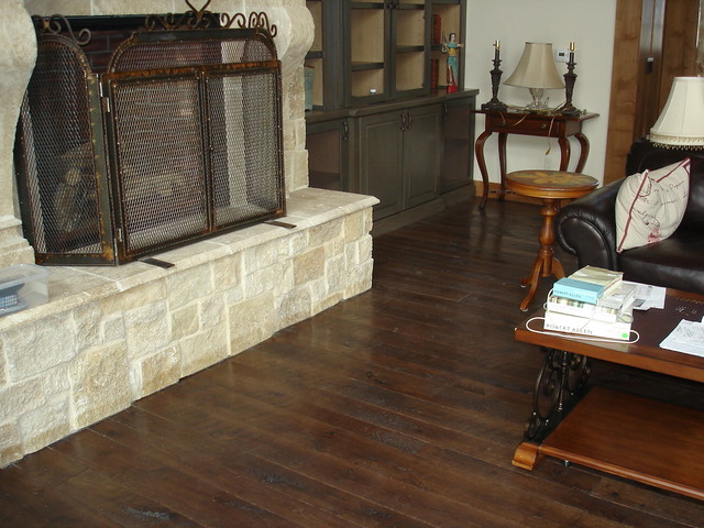 Living Rooms with Dark Hardwood Floors 640 x 480