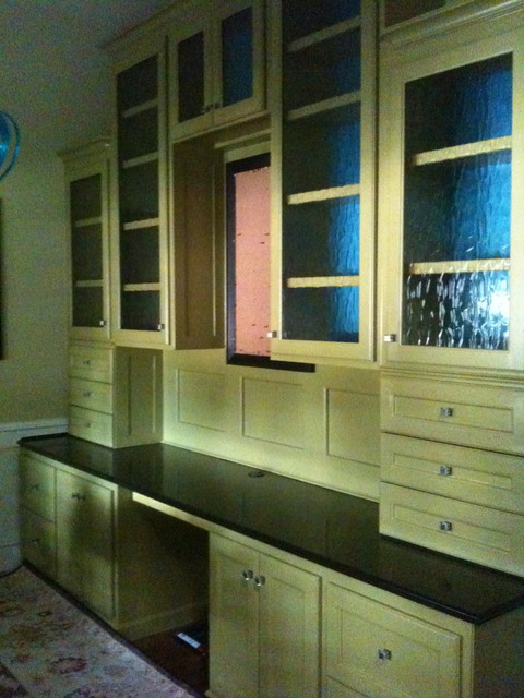 Built-in desk traditional-home-office
