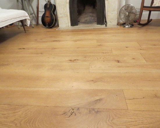 Old Growth White Oak - When it comes to wood floors, White Oak is truly an American Tradition. Our Old Growth variety offers the same classic beauty, strength and durability as our reclaimed Oak minus the nail holes and other imperfections common to reclaimed wood. This makes our Old Growth White Oak the perfect choice for those desiring a cleaner look.