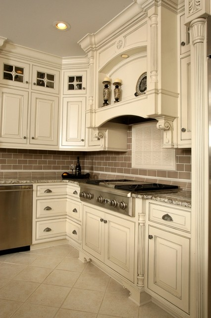 Barber cabinet co traditional kitchen cabinetry for Kitchen cabinets louisville ky