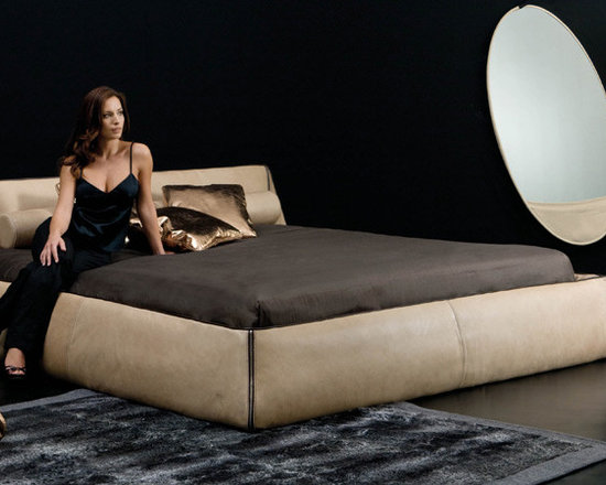 Spencer Bed - Spencer Bed displayed currently in our showroom. A point of attraction in the sleeping area, which lights up with gentle and refined elegance. Absolutely a luxury experience! Comes in various leather colors with zipper details. Contact info@casaspazio.com for more information.
