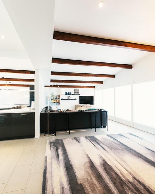 Schreiber contemporary-family-room