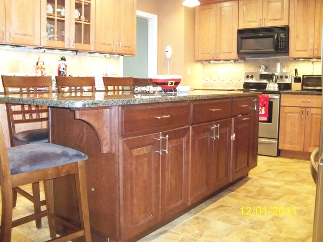 Maple & Cherry Kitchen Cabinets | Mendota & Carlton Door Style | CliqStudios traditional-kitchen