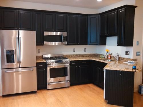 Kitchen Cabinets: Oak to Black