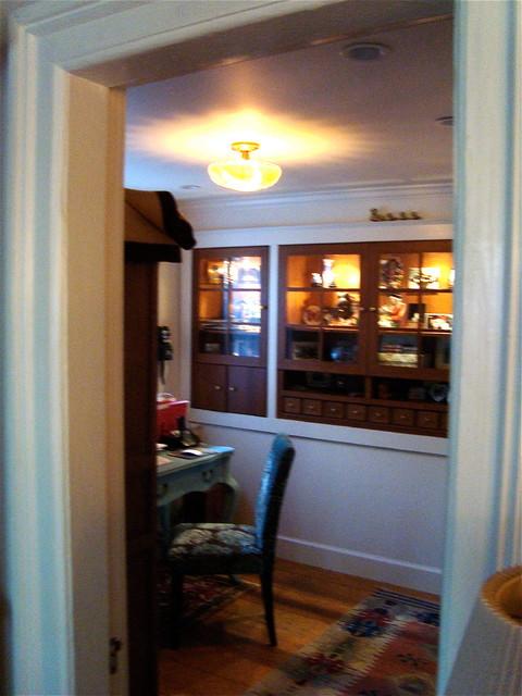 Dewils Quarter-Sawn Oak Initimate Office by John Keplar traditional-home-office