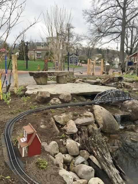Garden at peddler 39 s village - Peddlers home design ...
