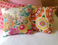 Summer cottage, 1 hour from Montreal eclectic-pillows