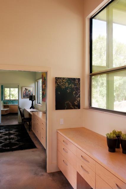Ridgeway Residence contemporary-hall