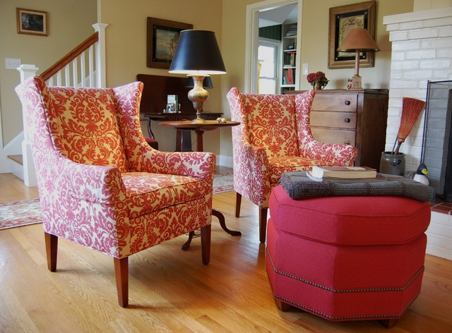 Living Room: A Cheerful Country Cottage
