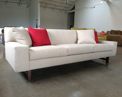HUGO - STRONG ARCHITECTURAL LINES transitional-sofas