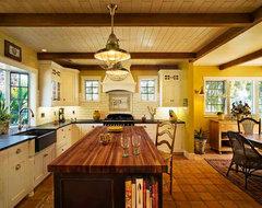 Hahka Happy Cottage Kitchen beach-style-kitchen