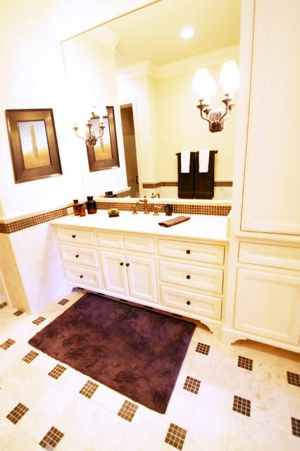 River Oaks Residence traditional-bathroom