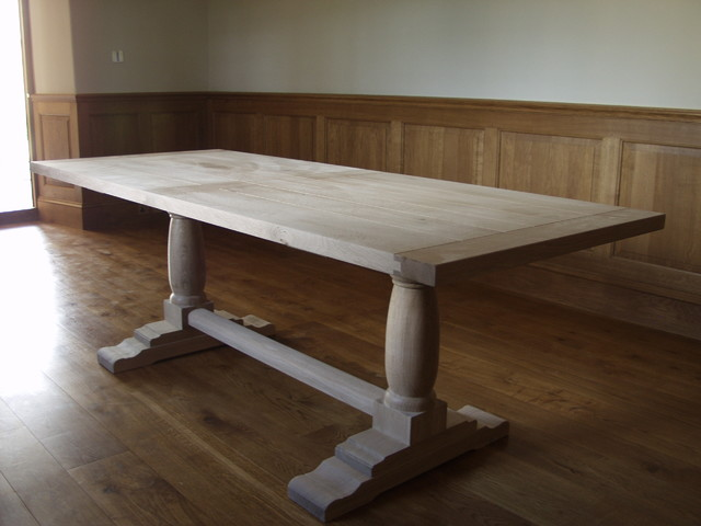 Table traditional dining tables