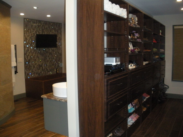 Master bedroom bath and closet dressing area for Bathroom designs with dressing area