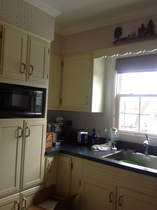 Need kitchen wall color to tone down yellow cabinets for White kitchen cabinets turning yellow