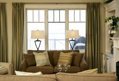 Janelas grande e cortinas com brilho ficam lindas