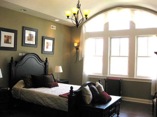 Bright, bright, bright Master Bedroom traditional