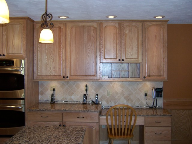 Bertch Legacy / Elite Door Style / Oak Wood / Natural Stain traditional kitchen cabinets