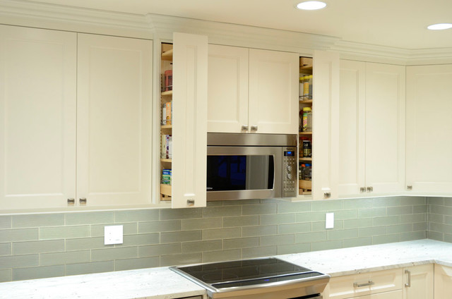 White Painted Maple Shaker Style Cabinets