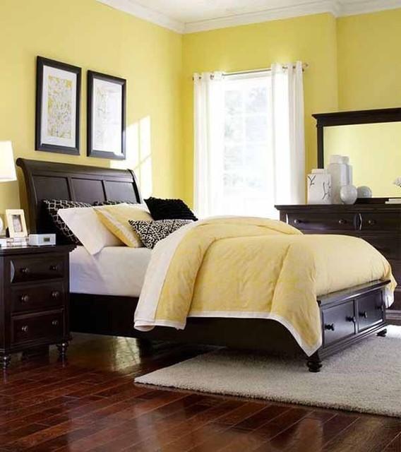 Broyhill Furniture Farnsworth Eastern King Storage Sleigh Bed In Inky Black