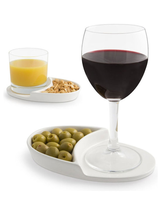 j-me Original Design - The Nibble Coaster combines two pleasures which go hand in hand – food & drink. Be a fantastic host by serving nuts, olives, crisps, pretzels, biscuits or any other nibble together with a favorite drink. This sleek & simple design will make you the envy of all your guests.