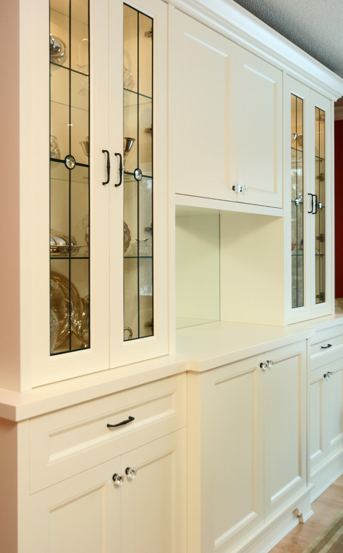 But when designing your glass kitchen cabinets why not think more outside the box? An option is to select a custom leaded glass design. & Leaded Glass Cabinet Doors - kurilladesign.com