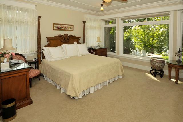 28. Lake Minnetonka Cottage traditional-bedroom