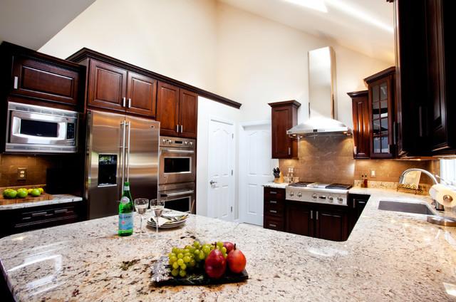 Grand Kitchen traditional-kitchen