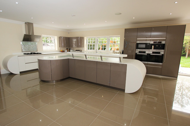 Handleless open plan kitchen contemporary kitchen for Modern kitchen london