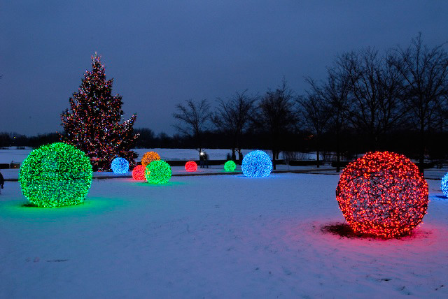Led light balls at the chicago botanical gardens for Professional outdoor christmas decorations