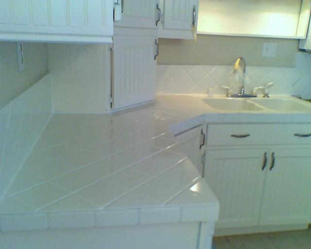 Bathtub & Tile Refinishing - Traditional - Kitchen Countertops ...