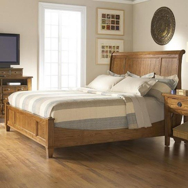 Broyhill Furniture Attic Heirlooms Eastern King Sleigh Bed In Natural Oak Stai Traditional
