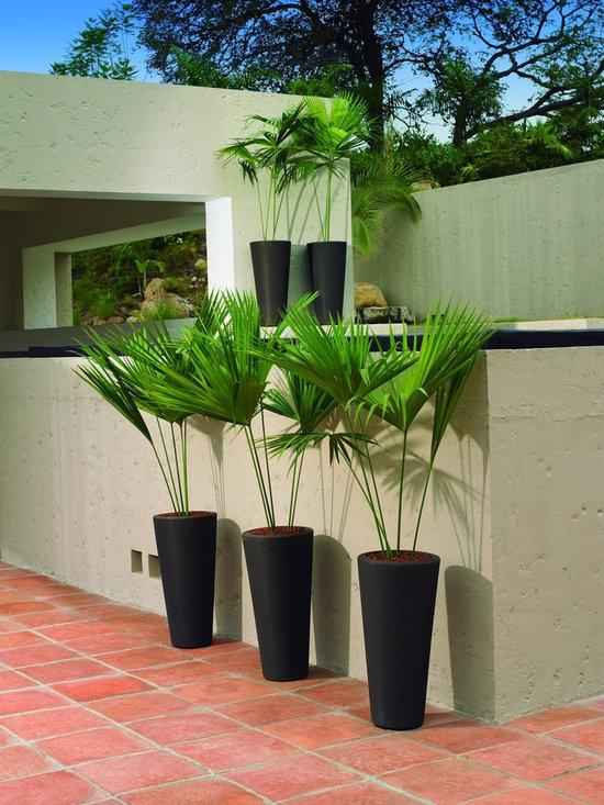 Bleeker Planters - Copyright © 2013 Darnel Inc