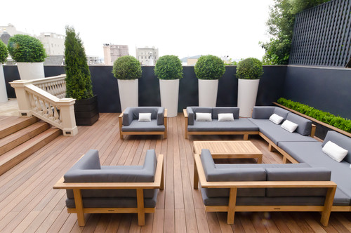An Outdoor Family Room Needs Quality Furniture
