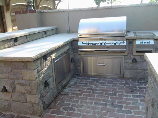 Outdoor kitchen with natural stone traditional-outdoor-grills
