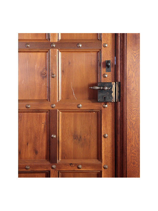 Jacobean Transitional Door - Detail of authentic historic joinery techniques and styling with a hand-made rim lock.