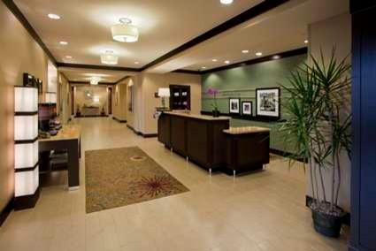 Hampton Inn - Federal Way, WA contemporary-entry