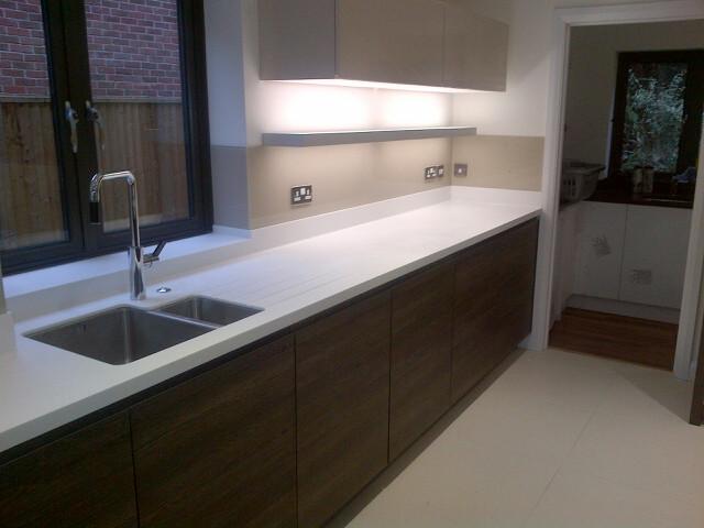 Caramel Glass Splashbacks In This Berkshire House Modern