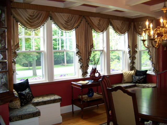 Custom drapes by maison decor for Traditional living room curtains