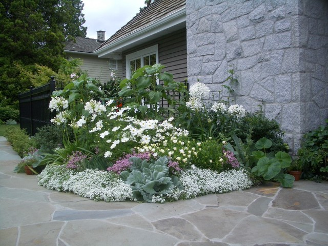 White garden traditional vancouver by glenna for Garden design vancouver