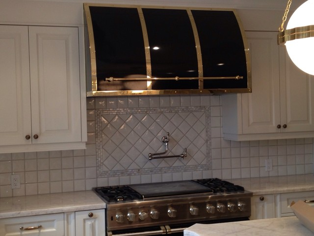 black gloss color match with polished brass wall mount