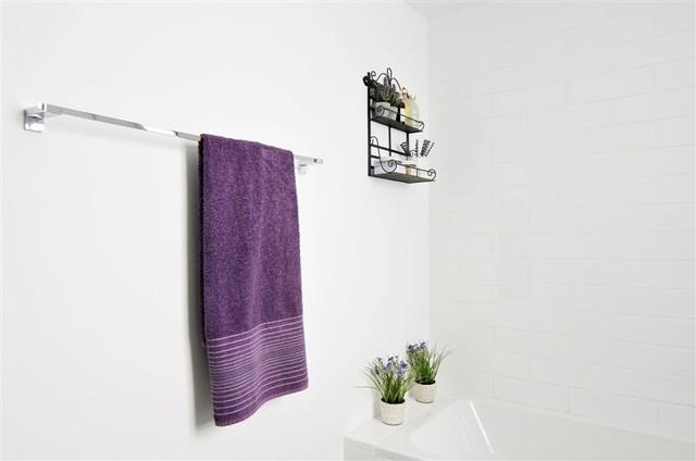 a mediterranean house modern-bathroom