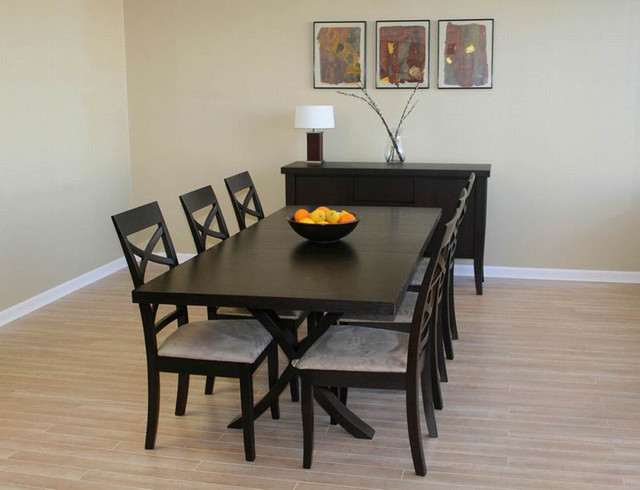 Extendable wooden furniture dining room sets with leaf for Wood dining room table with leaf