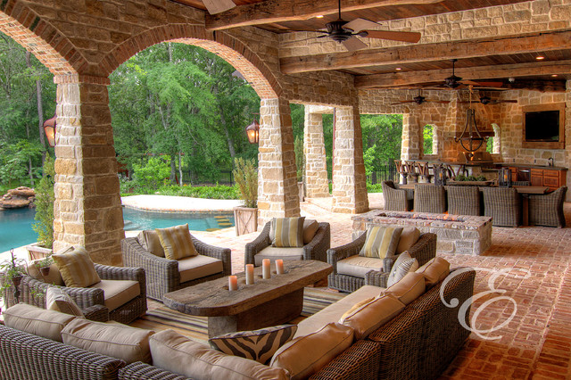 Tuscan farmhouse Home plans with outdoor living