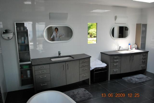 Work modern-bathroom-cabinets-and-shelves